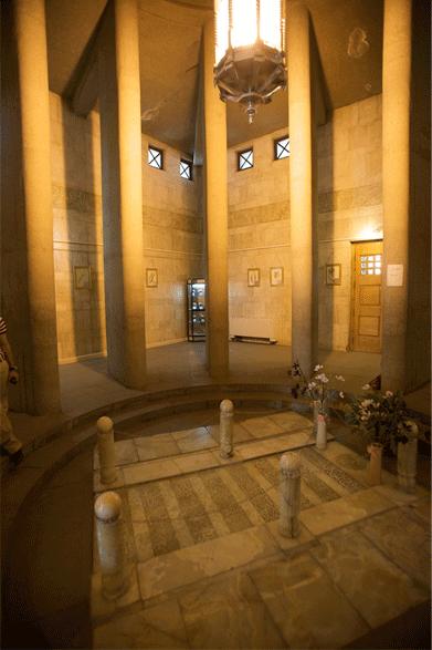 نمای داخای مقبره ابوعلی سینا